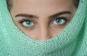 Perfekte Augenbrauen dank Schablone